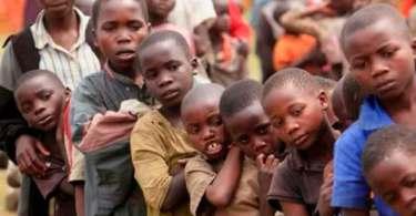 Feiticeiros sacrificam crianças para obter riquezas em meio à seca, em Uganda