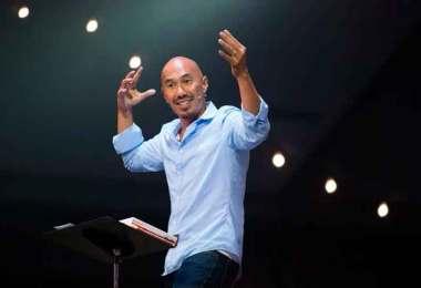 """Francis Chan diz por que saiu das mídias sociais: """"Fazer discípulos é melhor que números""""'"""