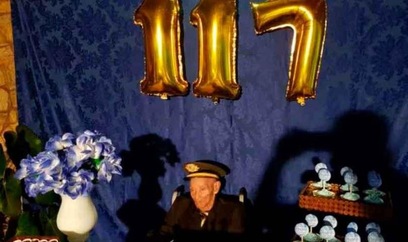 Aos 117 anos, homem mais velho do Brasil continua indo à igreja