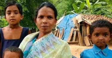 """""""Prefiro morrer do que abandonar Cristo"""", diz viúva de cristão assassinado na Índia"""
