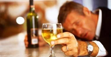 O que se sabe sobre o consumo de álcool e demência