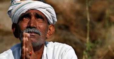 Hindu tenta impedir estudo bíblico e se rende a Cristo, após ouvir a mensagem