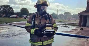 Igreja é destruída por incêndio, mas Bíblias permanecem intactas