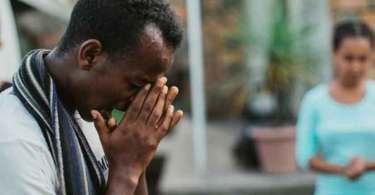 Cristão ex-muçulmano recebe jura de morte do próprio pai por ter se convertido