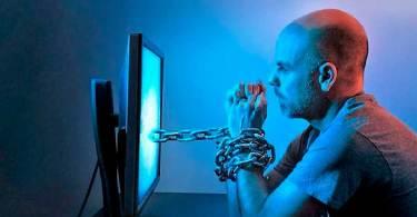 Pornografia aumenta o sentimento de solidão, diz pesquisador de famílias