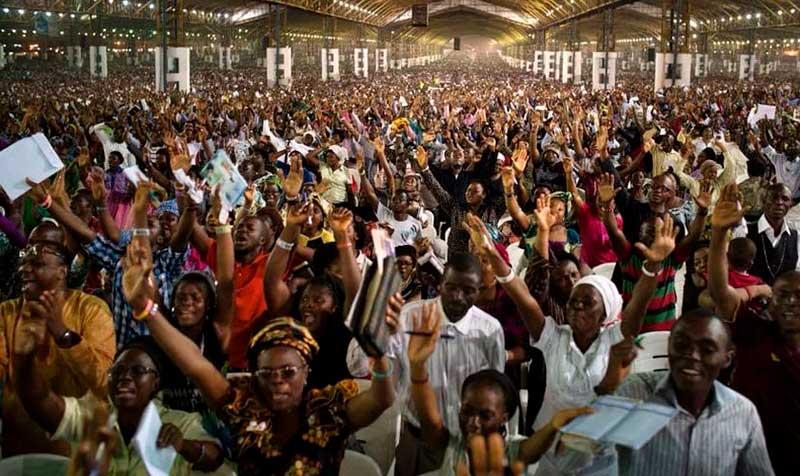 Resultado de imagem para imagens de cultos pentecostais na africa