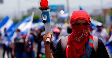 As igrejas evangélicas estão combatendo a crise com oração, diz pastor da Nicarágua