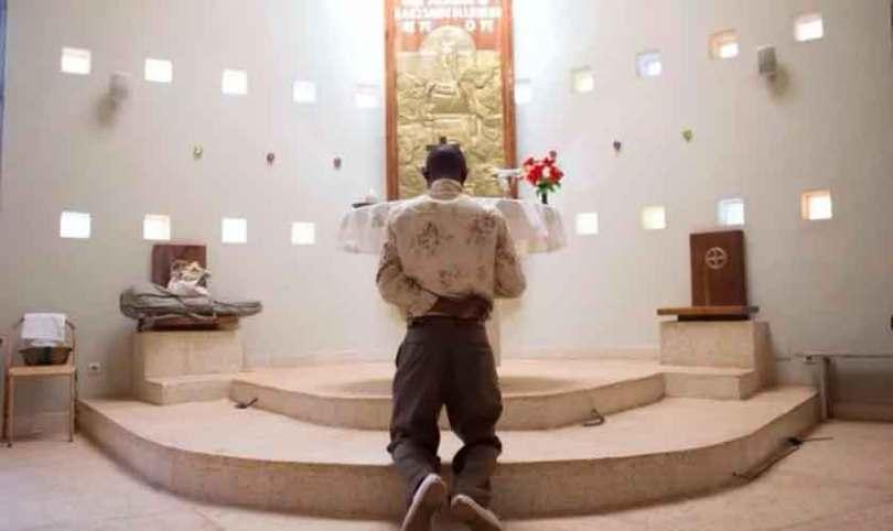 Pastor é apedrejado por muçulmanos, após dizer que Jesus é o filho de Deus