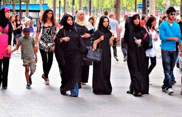 Especialista avisa: impossível deter a islamização de um país se a população muçulmana atingir 16%