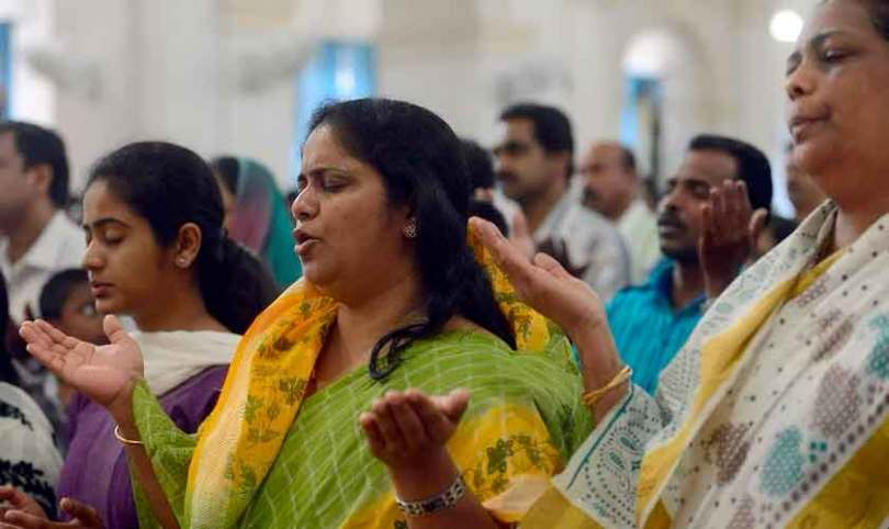 Mulher deixa o hinduísmo e inicia 7 grupos de estudo bíblico, na Índia