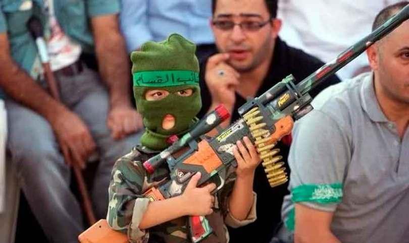 Livros didáticos palestinos doutrinam crianças para o terrorismo, diz relatório oficial