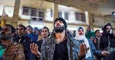 Mais de 1.500 muçulmanos se convertem após oração de missionários