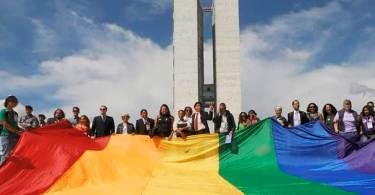 Haddad, Ciro e Boulos assinam compromisso com a comunidade LGBT