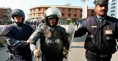 Policial é punido e preso por falar sobre Cristo em reunião, no Nepal