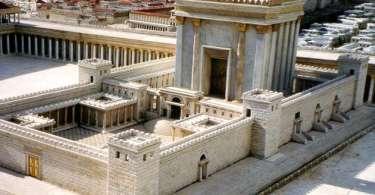 Deus habita num determinado templo?
