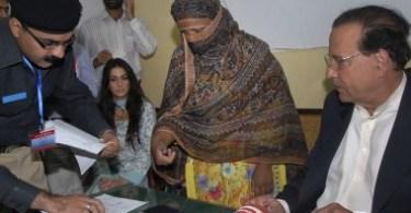 Asia Bibi é libertada secretamente da prisão, em meio a protestos no Paquistão