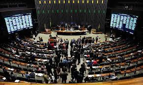 Desmentindo Estadão, bancada evangélica diz que não está em guerra com Bolsonaro