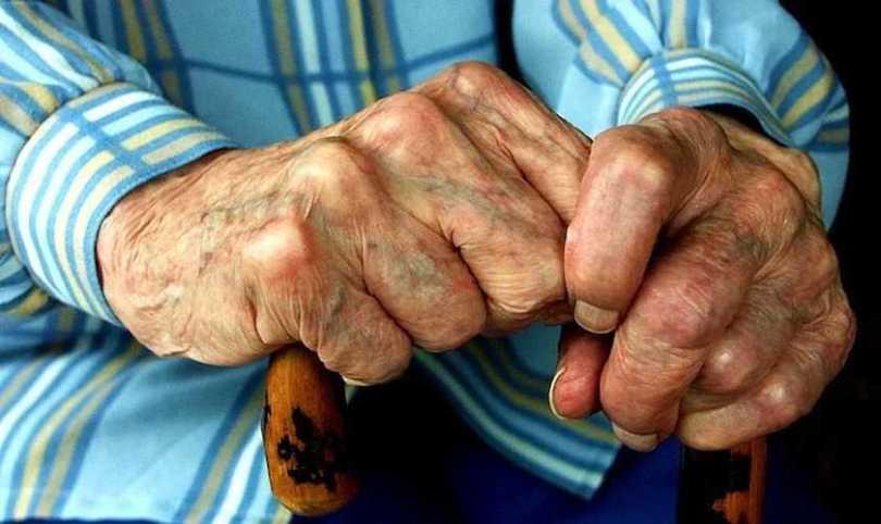 Idoso de 99 anos se entrega a Jesus, após ser evangelizado em país comunista