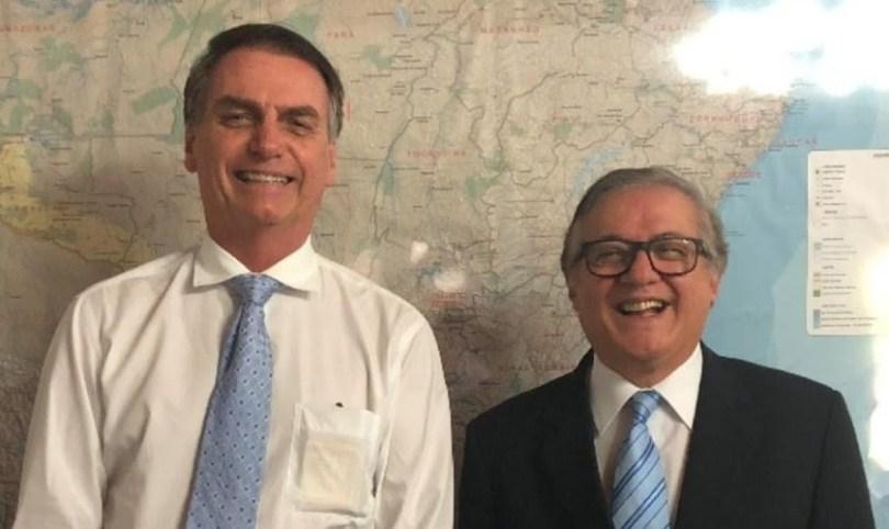 Bolsonaro diz que ministro da Educação atende a princípios dos evangélicos