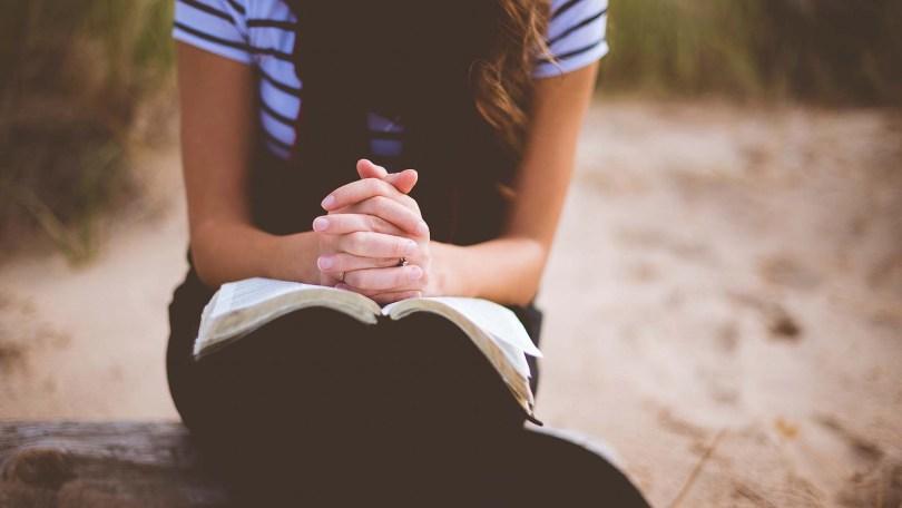"""""""O desafio não é orar na crise, mas continuar orando quando tudo vai bem"""", diz pastor"""