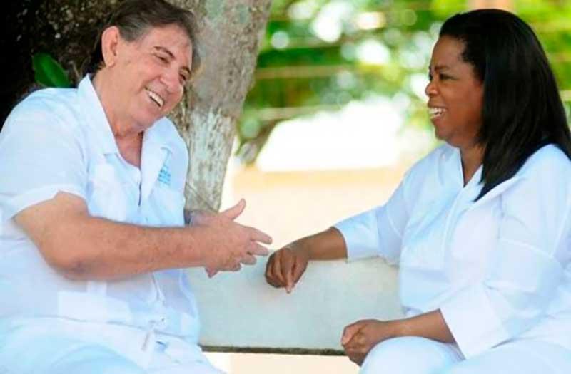 Médium espírita louvado por Oprah Winfrey torna-se caso de polícia enquanto mais de 500 mulheres, até o momento, relatam que foram vítimas de seus abusos sexuais