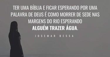 Ter uma Bíblia e esperar a palavra de Deus...