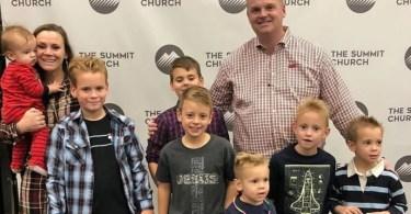 """""""Deus tem um plano especial para sua vida"""", diz pai de menino que escapa da morte"""