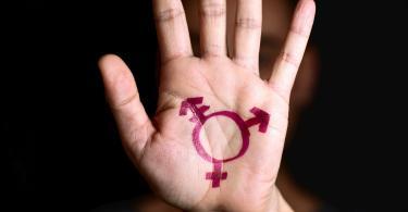 Serviço de Saúde da Escócia treina funcionários para não identificar gênero de pacientes