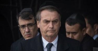 Presidente Jair Bolsonaro disse que o nazismo era um movimento de esquerda depois de visitar o Museu do Holocausto em Jerusalém. Mas o museu, que é um memorial às vítimas judaicas do nazismo, diz que o nazismo era um movimento de direita. E agora?