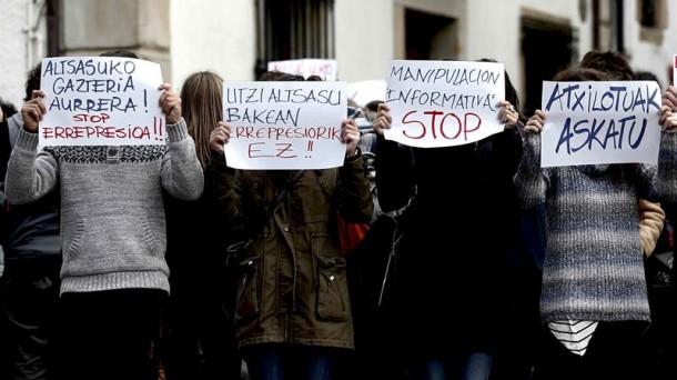 Concentración de vecinos de Alsasua, en contra de la operación policial. Foto de archivo: EFE