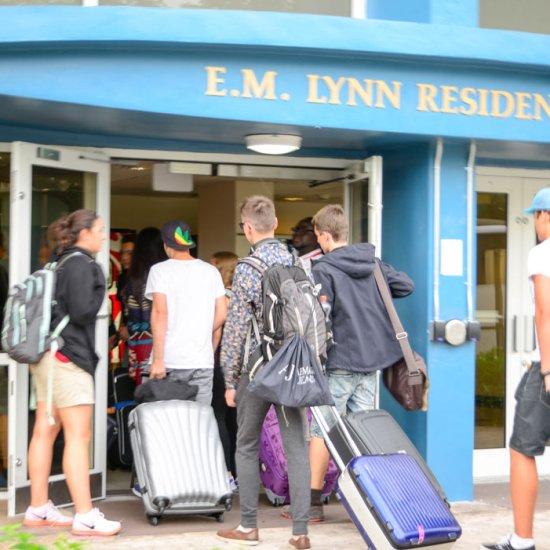 Alumnos con destino al campamento de verano en Boca Ratón
