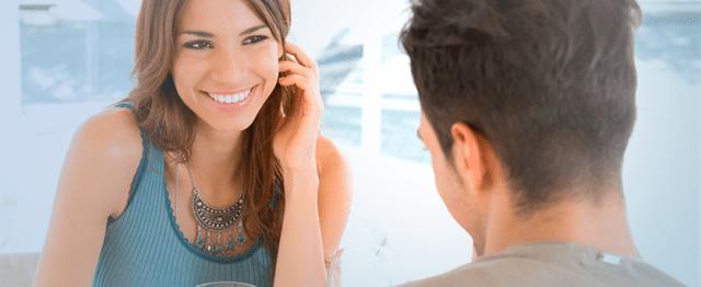 Resultado de imagem para A linguagem corporal correta pode aumentar as chances de sucesso de encontros on-line