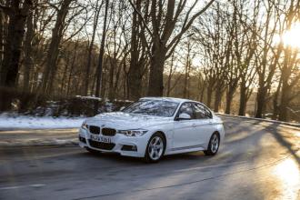 2017-BMW-330e-5