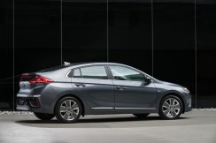 2017 Hyundai Ioniq Hybrid (66)