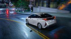 Toyota_Prius_Prime_Advanced_2017_1