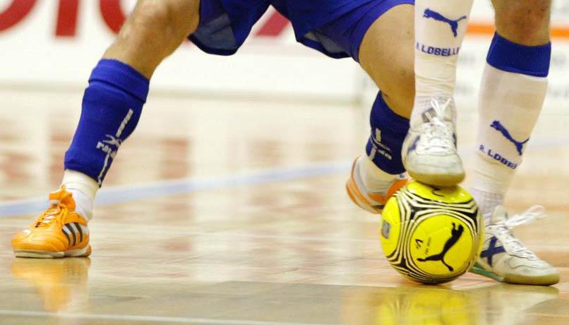 Cómo atacar cuatro contra tres de fútbol sala desde saque de corner