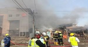 BREAKING: Fire Guts Building In Lagos
