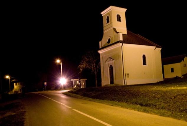 Reflektor kod crkve u Dubici opasan za promet ugašen je nakon prijave policiji.
