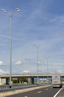 Neekološka i nepotrebna rasvjeta na autocesti u Zagrebu kod Ikee.