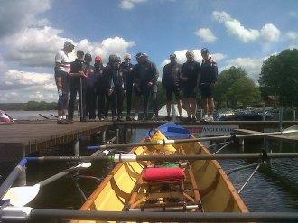 Mannschaft beim Bootswechsel