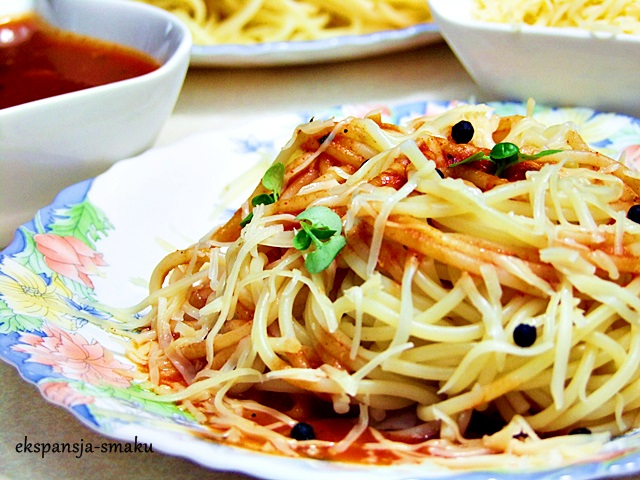 Mocno pomidorowe spaghetti