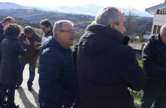 TERAMO, L'AMMINISTRAZIONE VISITA LA FRAZIONE DI VILLA TOFO: I RESIDENTI CONSEGNANO DOCUMENTO CON LE CRITICITA'  DA SUPERARE