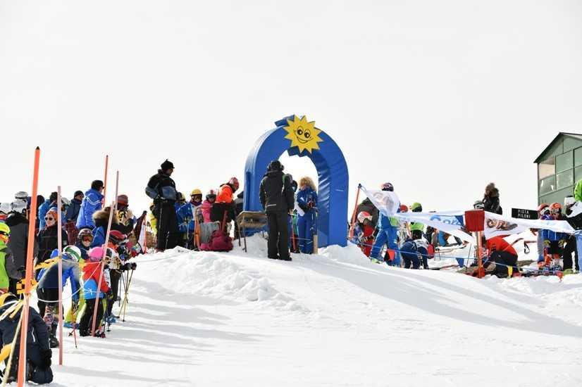 """La stazione sciistica di Monte Piselli ha ospitato il 42° """"Gran Premio Giovanissimi"""" di sci e snowboard"""