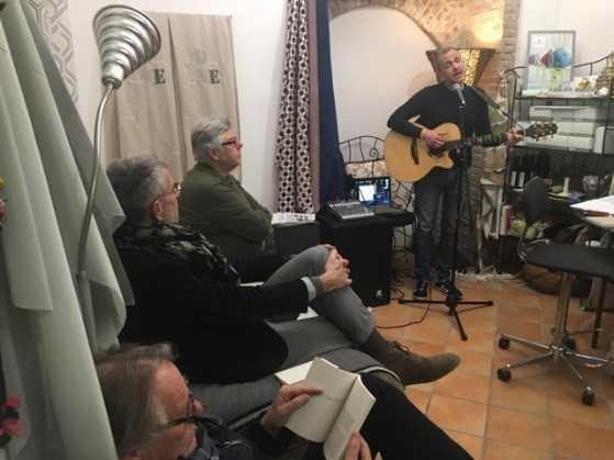 Mauro Di Pietro alla chitarra