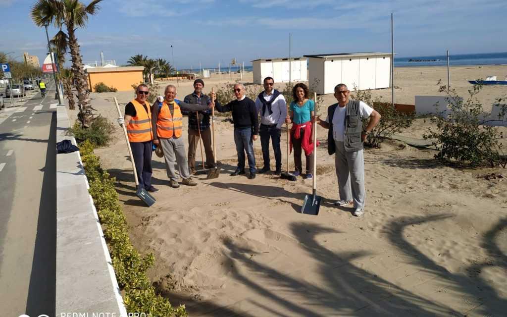 Comune, cittadini e associazioni insieme per pulire il lungomare di Roseto