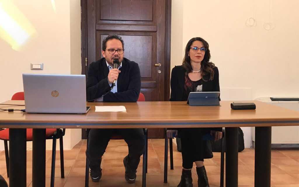 Reddito di cittadinanza, Villa Filiani gremita per l'evento del M5S