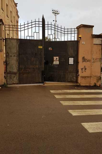 Casa dello Sport, addio parcheggio selvaggio: chiuso il cancello ed entreranno solo autorizzati