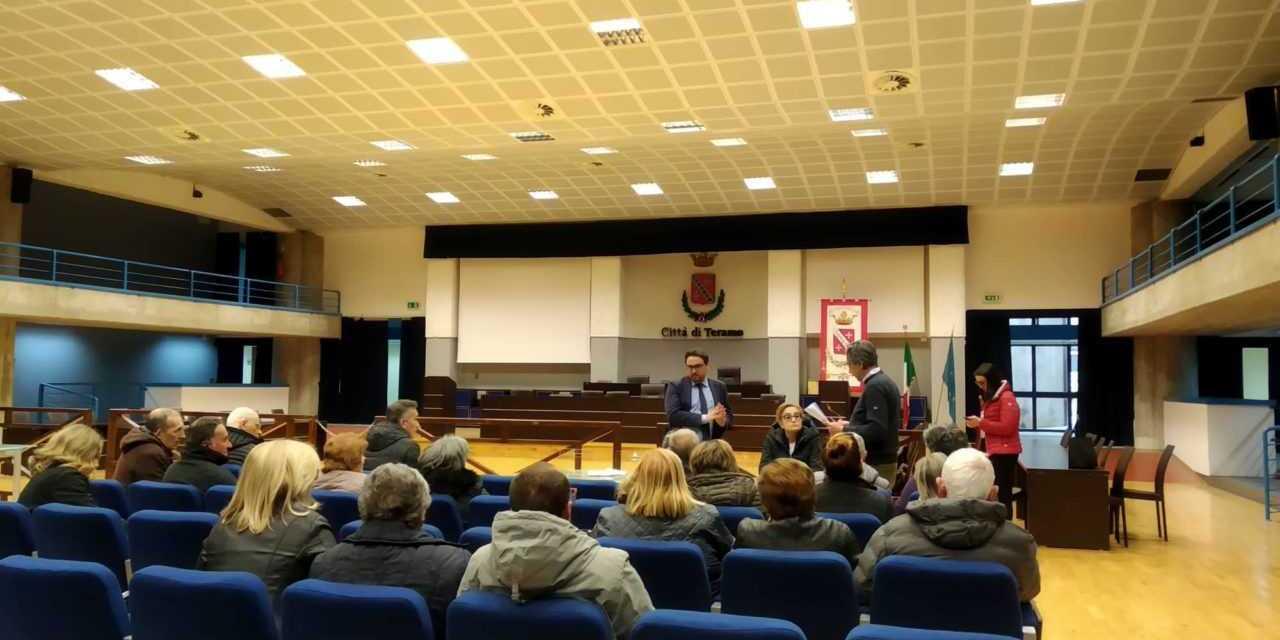 Rotonda Villa Pavone, i disagi dei residenti in una raccolta firme e un dossier: chiesto un ulteriore incontro all'amministrazione