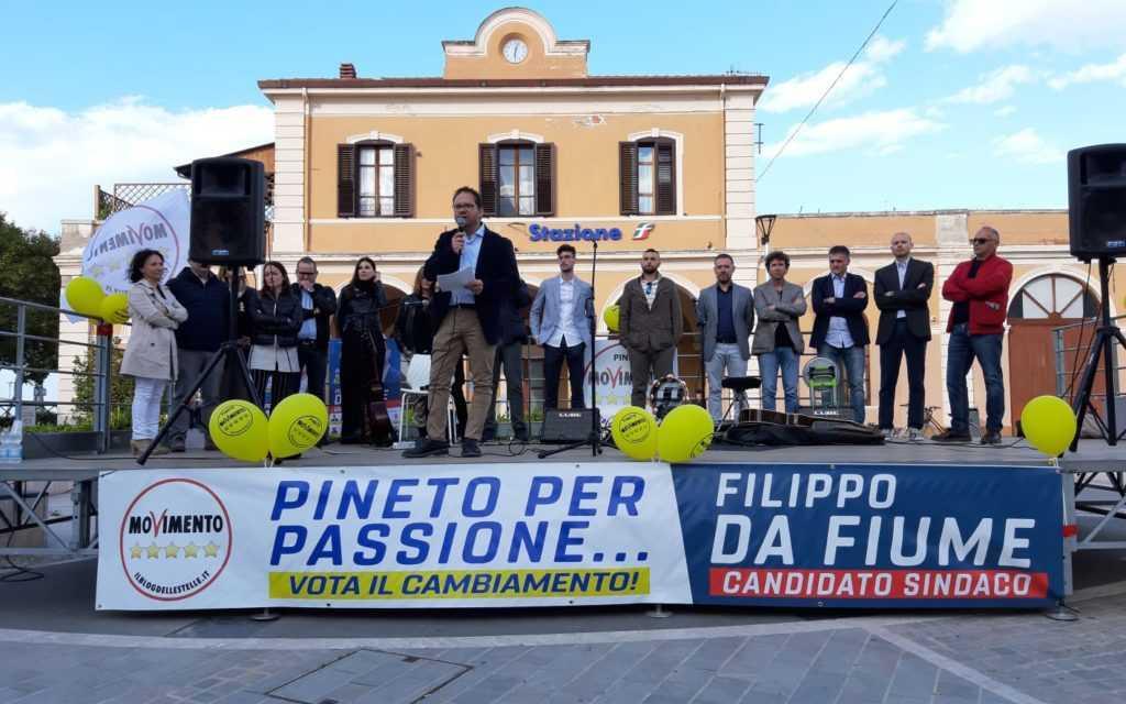 FOTO | Pineto, i parlamentari 5 Stelle alla presentazione della lista a sostegno del candidato Sindaco Filippo Da Fiume