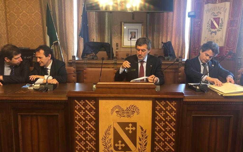 """FOTO e VIDEO   Sblocca cantieri, incontro a Teramo: il Governatore Marsilio preoccupato. Sul Gran Sasso """"bicchiere mezzo pieno"""""""